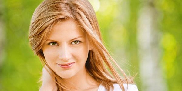 лицо девушки после пилинга фруктовыми кислотами