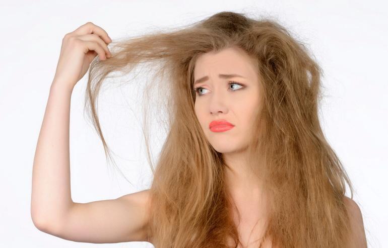у женщины сильно электризуются волосы