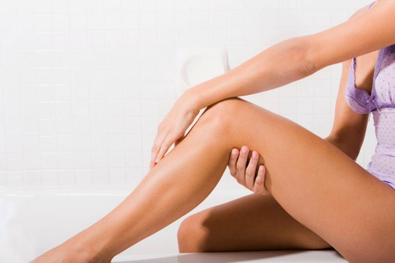 Ноги девушки после эпиляции