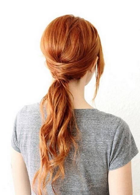 """фото прически на средние волосы """"хвост с плетением"""""""