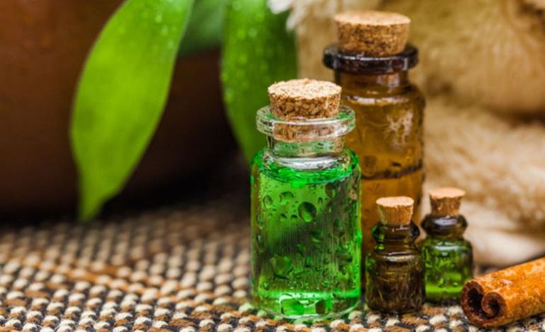 пузырьки с маслом чайного дерева