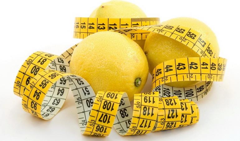 лимон и мерная лента