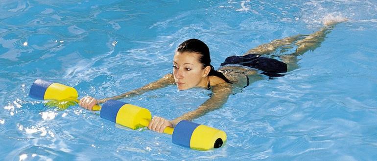 девушка худеет в бассейне