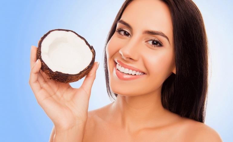 лицо девушки после маски с кокосовым маслом