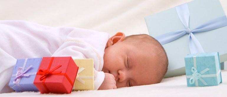 Что подарить на рождение ребенка мальчика: недорогие и денежные подарки подарки